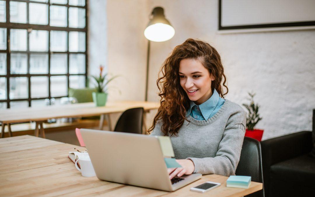 Muss man als Aushilfe / Student mit seinem privaten Notebook arbeiten?